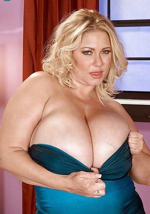 Mature Big Tits Pictures
