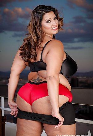 Big Latina Tits Pictures